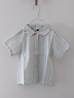 <img class='new_mark_img1' src='//img.shop-pro.jp/img/new/icons14.gif' style='border:none;display:inline;margin:0px;padding:0px;width:auto;' />tocoto vintage「Striped blouse with flower print on collar hem (Green)」2020-SS