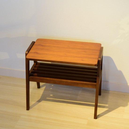 ウォールナットのサイドテーブル ソファ横にも便利なテーブルです。 北欧テイスト TEL台代わりにもなる 送料…