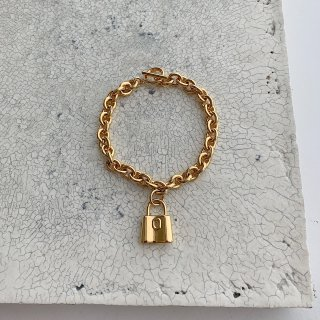 padlock brace † gold
