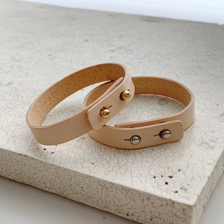 <img class='new_mark_img1' src='https://img.shop-pro.jp/img/new/icons8.gif' style='border:none;display:inline;margin:0px;padding:0px;width:auto;' />double leather bangle † nude