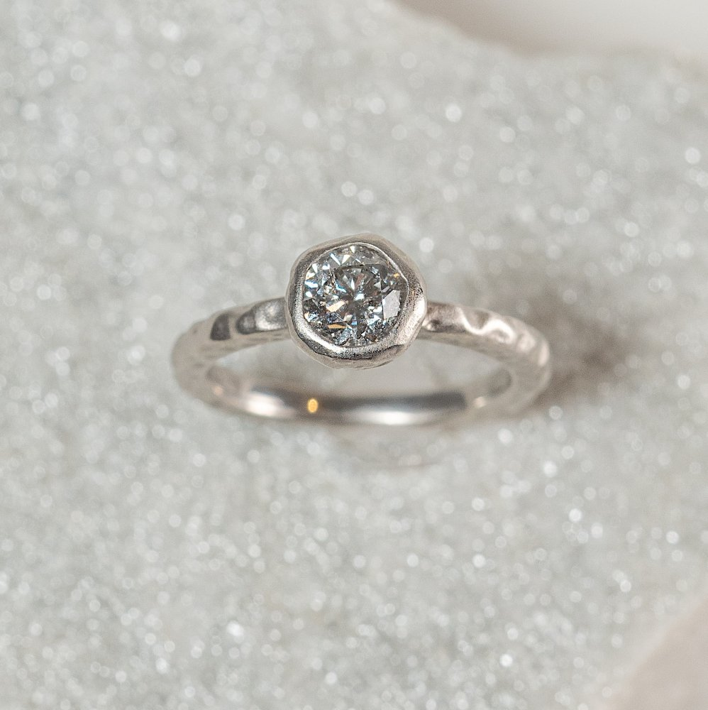 PT900 luxe diamond ring