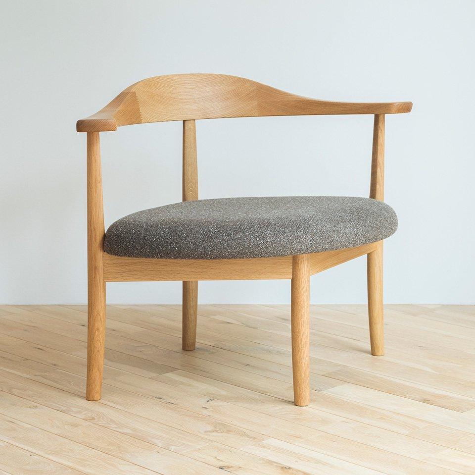 秋岡芳夫・あぐらのかける男の椅子