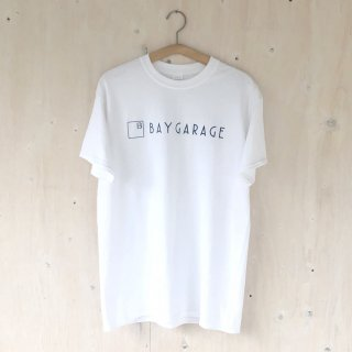 BAY GARAGE Printed T <br>New Logo<br> White x Navy Printed