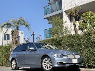 2013 BMW 320i Touring Modern<br/>1 owner Panoramic Sunroof<br/>34,000km