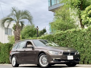 2015 BMW 320i Touring Luxury<br/>1 owner Panoramic Sunroof<br/>31,000km