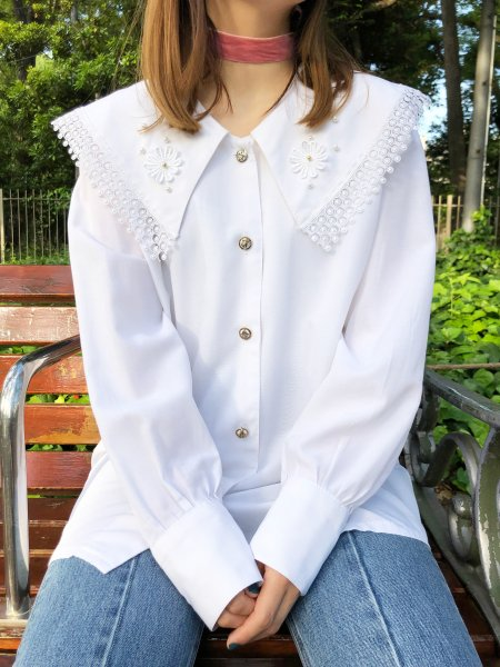 white big collar blouse
