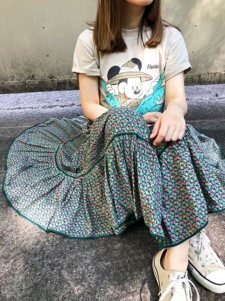 <img class='new_mark_img1' src='https://img.shop-pro.jp/img/new/icons1.gif' style='border:none;display:inline;margin:0px;padding:0px;width:auto;' />vintage green  pedicel gather skirt
