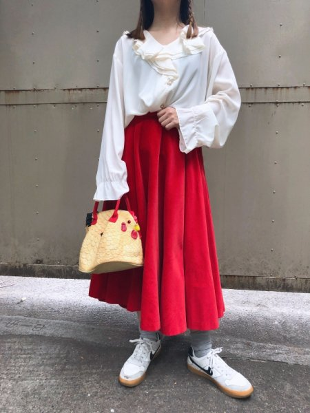 <img class='new_mark_img1' src='https://img.shop-pro.jp/img/new/icons1.gif' style='border:none;display:inline;margin:0px;padding:0px;width:auto;' />ivory ruffle blouse