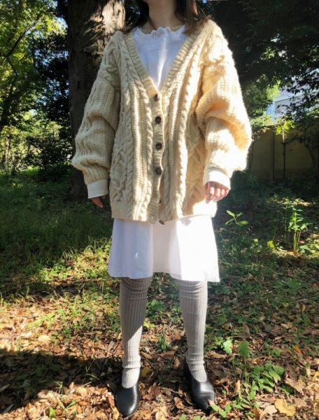 <img class='new_mark_img1' src='https://img.shop-pro.jp/img/new/icons1.gif' style='border:none;display:inline;margin:0px;padding:0px;width:auto;' />white big silhouette alan knit cardigan