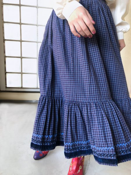 <img class='new_mark_img1' src='https://img.shop-pro.jp/img/new/icons14.gif' style='border:none;display:inline;margin:0px;padding:0px;width:auto;' />hand made blue checked tyrol skirt