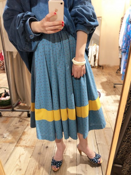 <img class='new_mark_img1' src='https://img.shop-pro.jp/img/new/icons14.gif' style='border:none;display:inline;margin:0px;padding:0px;width:auto;' />hand made small flower pattern flared skirt