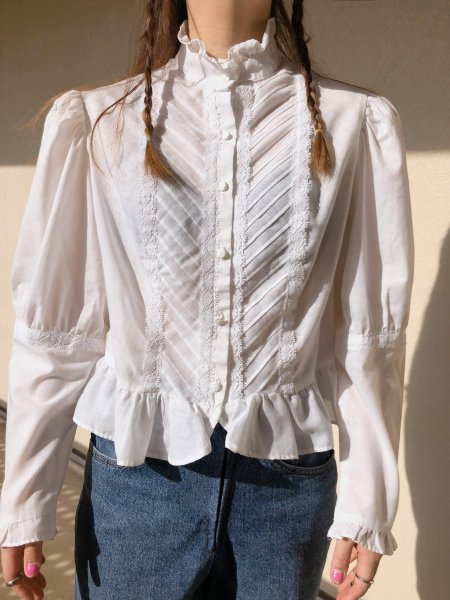 <img class='new_mark_img1' src='https://img.shop-pro.jp/img/new/icons14.gif' style='border:none;display:inline;margin:0px;padding:0px;width:auto;' />70's stand collar white blouse