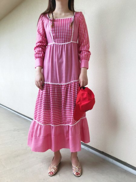 <img class='new_mark_img1' src='https://img.shop-pro.jp/img/new/icons14.gif' style='border:none;display:inline;margin:0px;padding:0px;width:auto;' />70's red check long sleeve dress