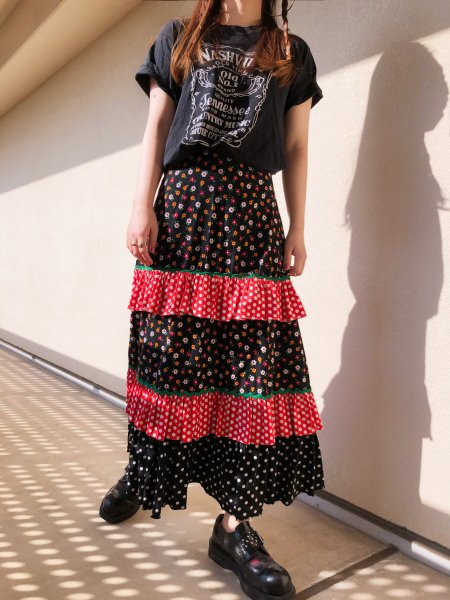 <img class='new_mark_img1' src='https://img.shop-pro.jp/img/new/icons14.gif' style='border:none;display:inline;margin:0px;padding:0px;width:auto;' />70's flower dot frill skirt