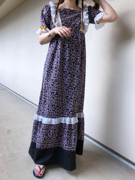 <img class='new_mark_img1' src='https://img.shop-pro.jp/img/new/icons14.gif' style='border:none;display:inline;margin:0px;padding:0px;width:auto;' />70's floral dress