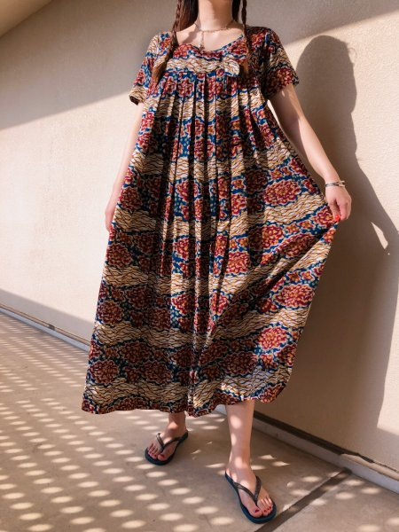 <img class='new_mark_img1' src='https://img.shop-pro.jp/img/new/icons14.gif' style='border:none;display:inline;margin:0px;padding:0px;width:auto;' />80's african long dress
