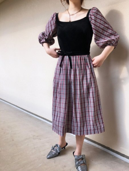 <img class='new_mark_img1' src='https://img.shop-pro.jp/img/new/icons14.gif' style='border:none;display:inline;margin:0px;padding:0px;width:auto;' />60's velvet puff sleeve dress