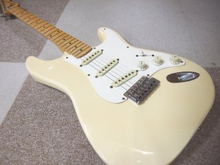 Squier by Fender Stratocaster Eシリアル