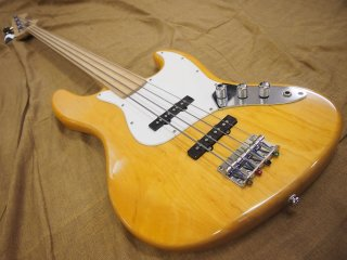 Playtech Jazz Bass フレットレス