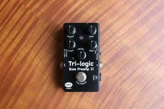 E.W.S. Tri logic Bass Preamp �