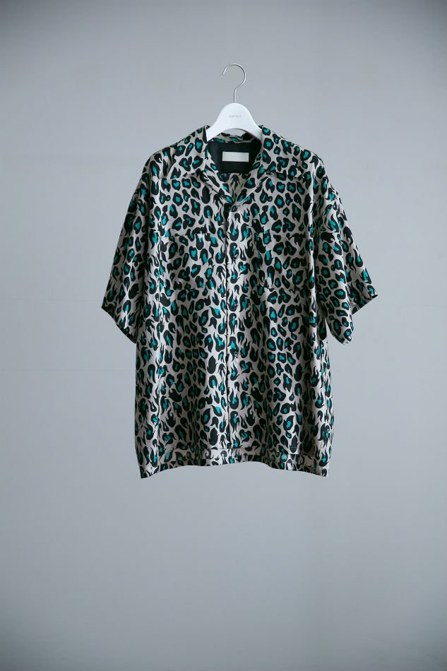 BREAKER SHIRT H/S VIOLENT LEOPARD E.GRN <img class='new_mark_img2' src='//img.shop-pro.jp/img/new/icons47.gif' style='border:none;display:inline;margin:0px;padding:0px;width:auto;' />