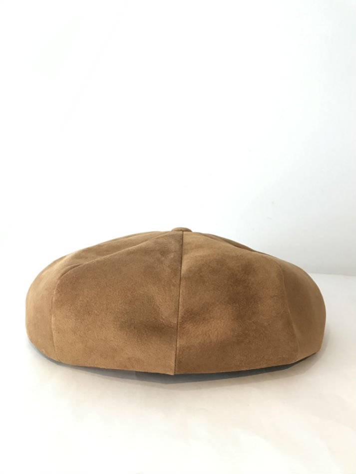 KAIKO<br />PIG SUEDE CASQUETTE CAMEL<img class='new_mark_img2' src='//img.shop-pro.jp/img/new/icons47.gif' style='border:none;display:inline;margin:0px;padding:0px;width:auto;' />