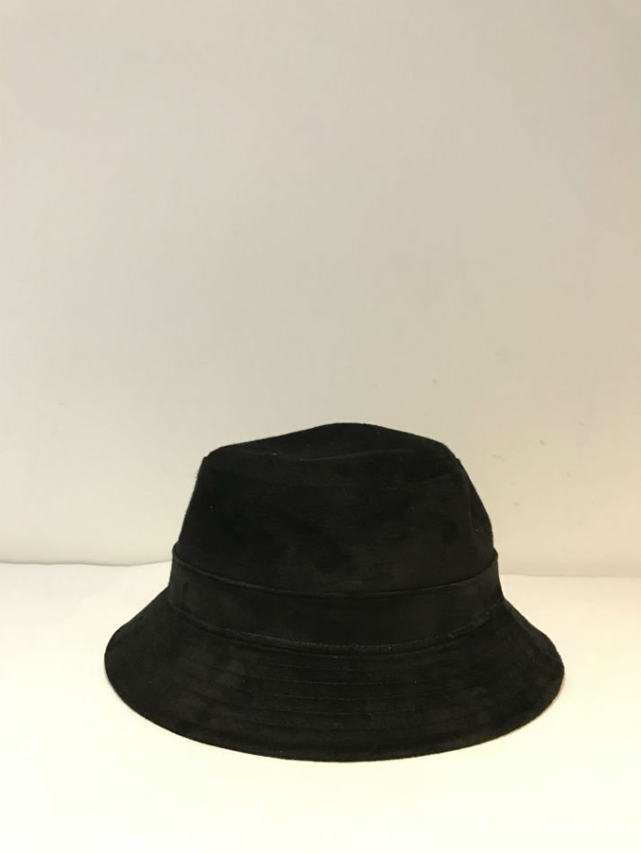 KAIKO<br />PIG SUEDE BUCKET HAT BLACK <img class='new_mark_img2' src='//img.shop-pro.jp/img/new/icons14.gif' style='border:none;display:inline;margin:0px;padding:0px;width:auto;' />