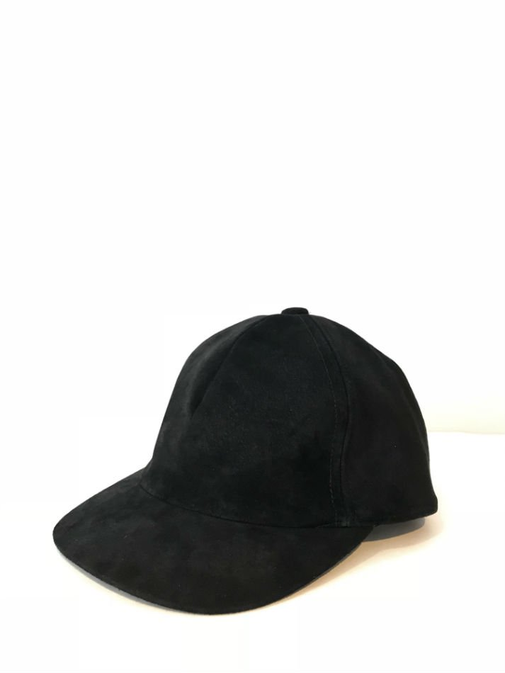 KAIKO<br />SUEDE CAP BLACK<img class='new_mark_img2' src='//img.shop-pro.jp/img/new/icons14.gif' style='border:none;display:inline;margin:0px;padding:0px;width:auto;' />