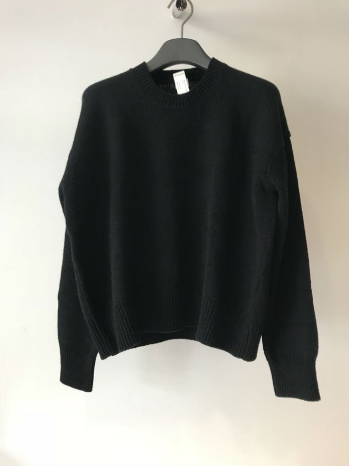 KAIKO<br />CREW NECK OBLONG SWEATER BLACK<img class='new_mark_img2' src='//img.shop-pro.jp/img/new/icons47.gif' style='border:none;display:inline;margin:0px;padding:0px;width:auto;' />