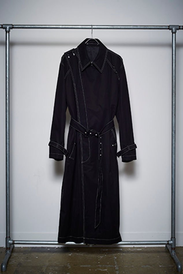 YUKI HASHIMOTO<br />CROSSOVER TRENCH COAT / BLACK<img class='new_mark_img2' src='//img.shop-pro.jp/img/new/icons47.gif' style='border:none;display:inline;margin:0px;padding:0px;width:auto;' />