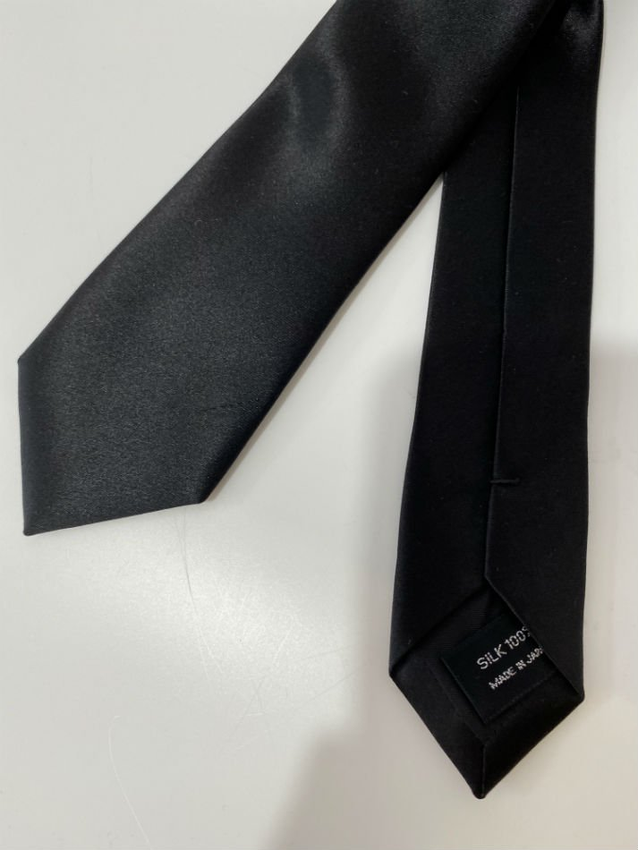 LITTLEBIG<br />Plain Silk Tie / Black<img class='new_mark_img2' src='//img.shop-pro.jp/img/new/icons47.gif' style='border:none;display:inline;margin:0px;padding:0px;width:auto;' />