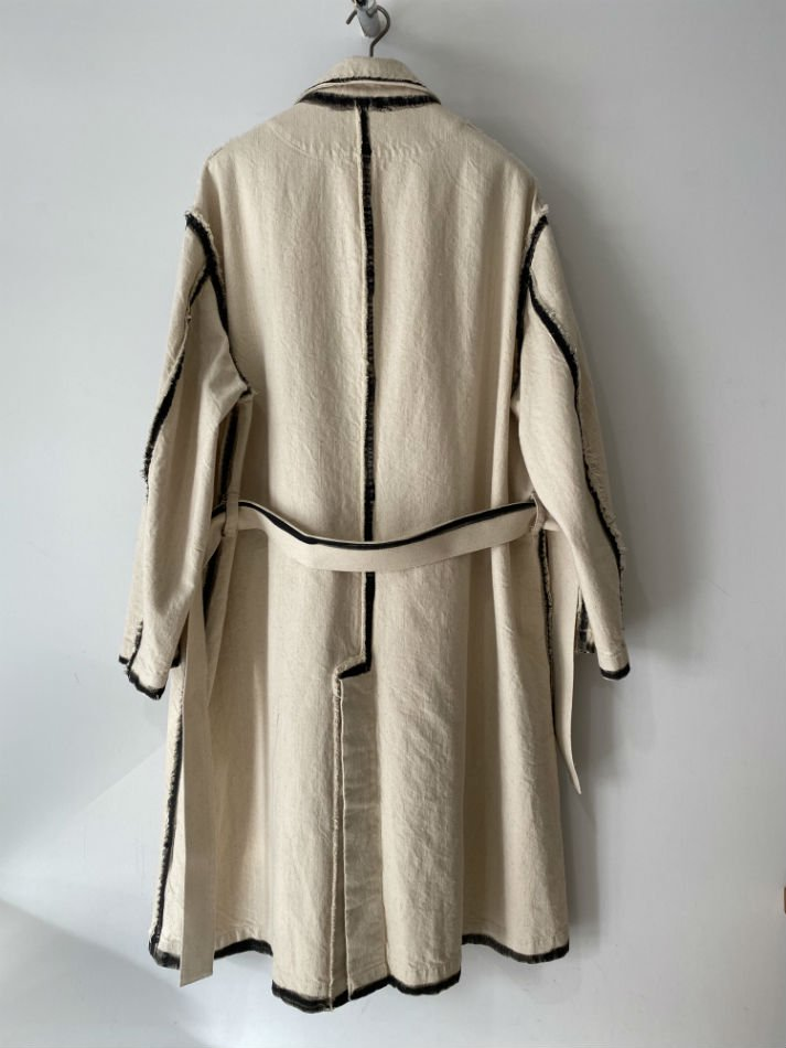 KHOKI<br />line painted coat / Beige<img class='new_mark_img2' src='https://img.shop-pro.jp/img/new/icons47.gif' style='border:none;display:inline;margin:0px;padding:0px;width:auto;' />