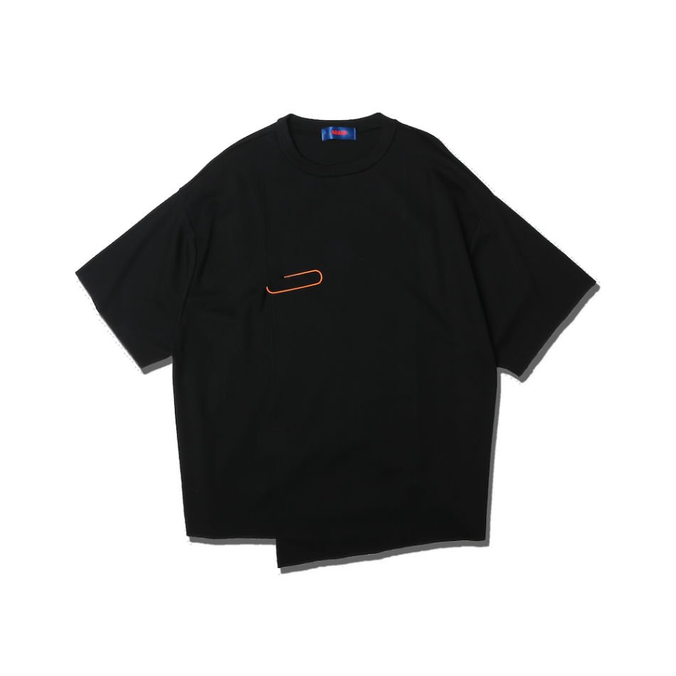 ADANS<br />SLIT BIG CLIP TEE / BLACK<img class='new_mark_img2' src='https://img.shop-pro.jp/img/new/icons47.gif' style='border:none;display:inline;margin:0px;padding:0px;width:auto;' />