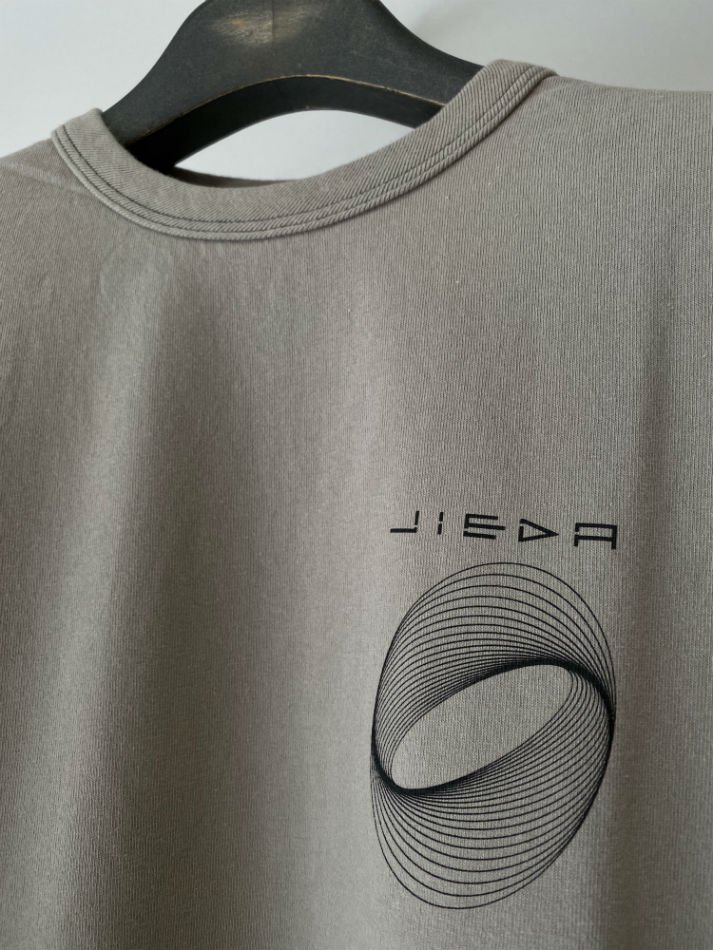 JieDa<br />CIRCLE PRINT T-SHIRT / GRAY<img class='new_mark_img2' src='//img.shop-pro.jp/img/new/icons14.gif' style='border:none;display:inline;margin:0px;padding:0px;width:auto;' />