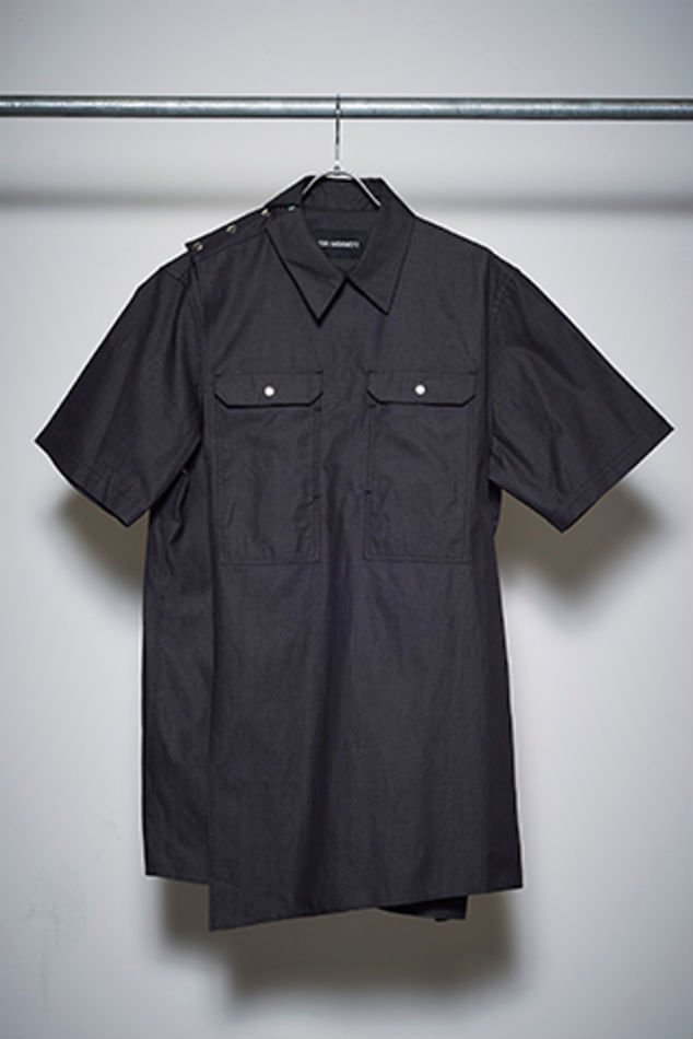 YUKI HASHIMOTO<br />DENIM CROSSOVER SHORT SLEEVE SHIRS / BLACK <img class='new_mark_img2' src='//img.shop-pro.jp/img/new/icons14.gif' style='border:none;display:inline;margin:0px;padding:0px;width:auto;' />