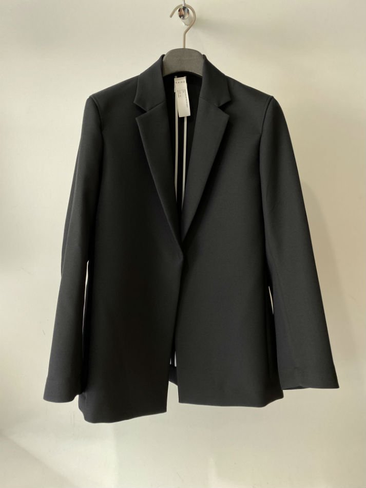 KAIKO<br />[30%off] BUTTONLESS JACKET / BLACK <img class='new_mark_img2' src='https://img.shop-pro.jp/img/new/icons20.gif' style='border:none;display:inline;margin:0px;padding:0px;width:auto;' />