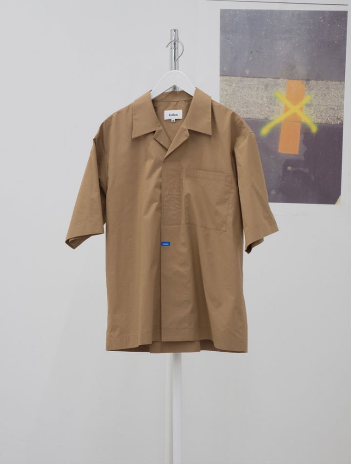 kudos<br />[30%off] VERCRO TAPE KUDOS SHIRT / BROWN<img class='new_mark_img2' src='https://img.shop-pro.jp/img/new/icons20.gif' style='border:none;display:inline;margin:0px;padding:0px;width:auto;' />