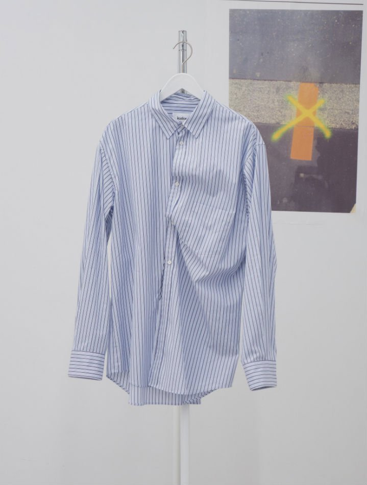 kudos<br />TWISTED SHIRT / STRIPE B<img class='new_mark_img2' src='https://img.shop-pro.jp/img/new/icons47.gif' style='border:none;display:inline;margin:0px;padding:0px;width:auto;' />