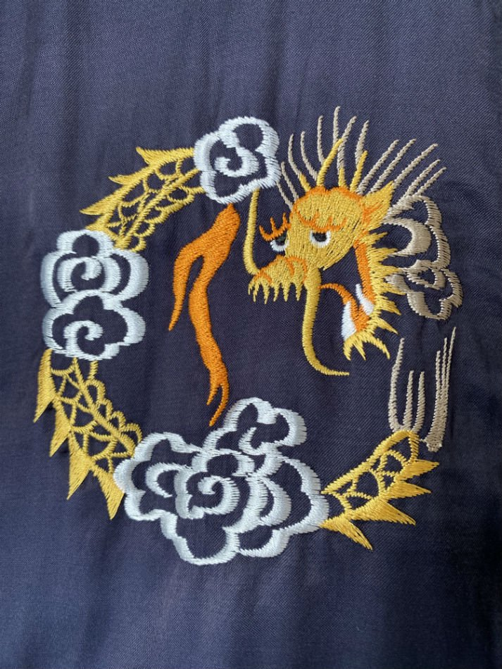 DAIRIKU<br />Dragon Embroidery Souvenir Jacket / Midnight Blue<img class='new_mark_img2' src='https://img.shop-pro.jp/img/new/icons14.gif' style='border:none;display:inline;margin:0px;padding:0px;width:auto;' />