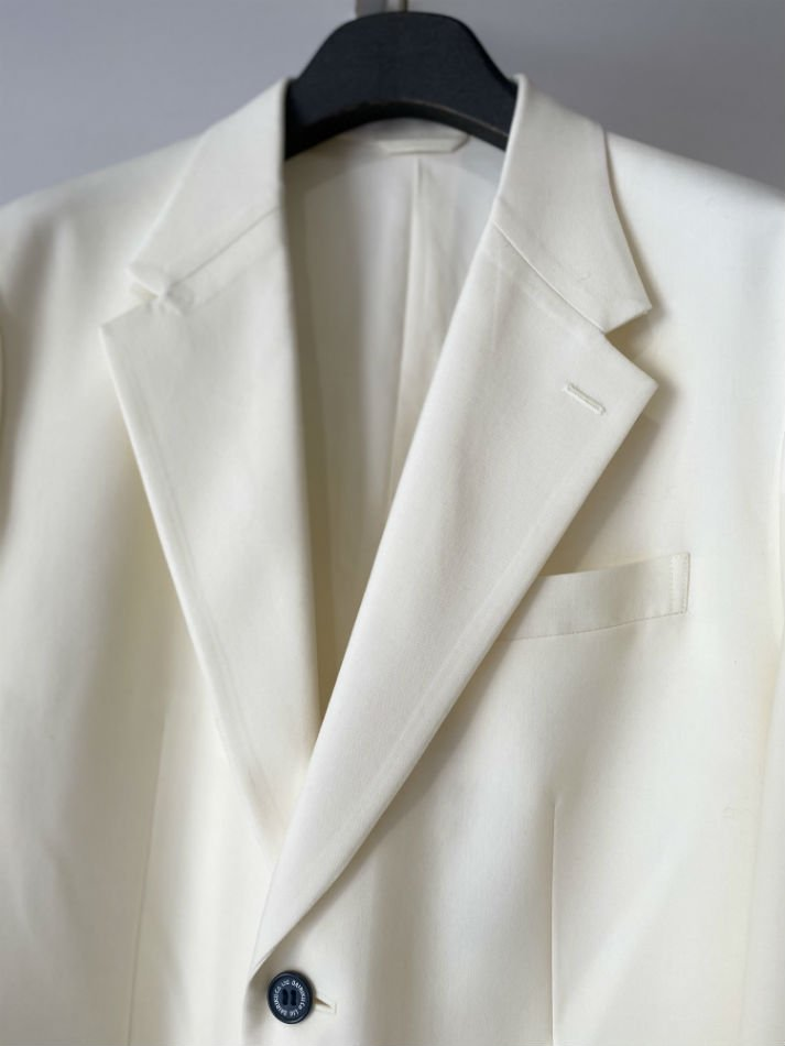 DAIRIKU<br />Oversized Tailored Jacket / White <img class='new_mark_img2' src='https://img.shop-pro.jp/img/new/icons14.gif' style='border:none;display:inline;margin:0px;padding:0px;width:auto;' />