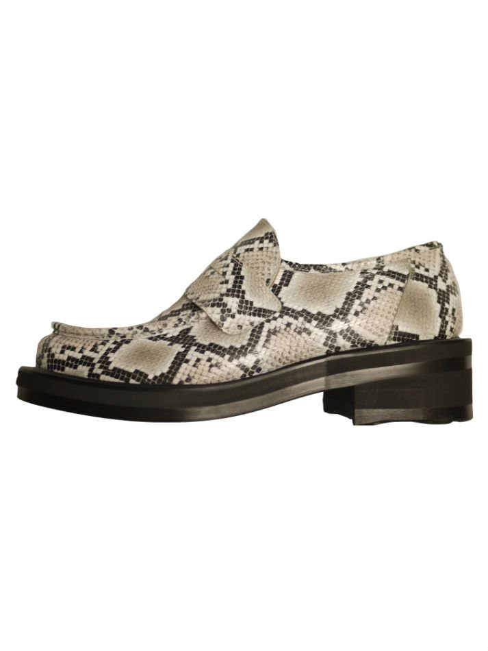 JieDa<br />SNAKE LOAFERS <img class='new_mark_img2' src='https://img.shop-pro.jp/img/new/icons47.gif' style='border:none;display:inline;margin:0px;padding:0px;width:auto;' />