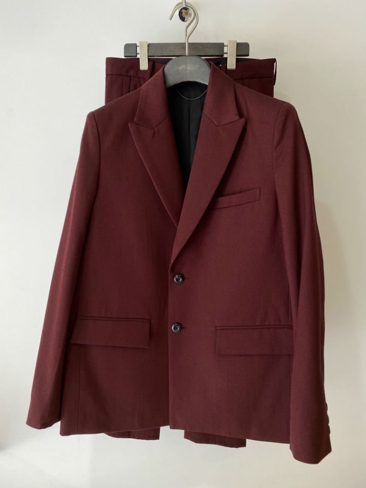 JieDa<br />GABARDINE TAILORED JACKET & TUCK SLACKS / BURGUNDY
