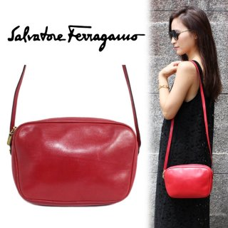 <img class='new_mark_img1' src='https://img.shop-pro.jp/img/new/icons14.gif' style='border:none;display:inline;margin:0px;padding:0px;width:auto;' />Ferragamo フェラガモ ヴィンテージ<br>レザーショルダーバッグ レッド