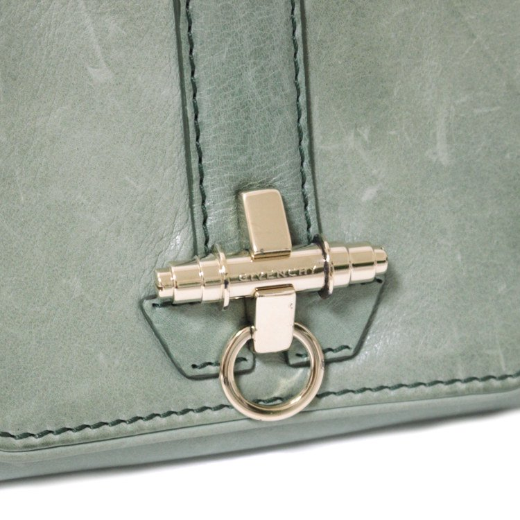 GIVENCHY ジバンシー ヴィンテージ<br>ロゴ金具レザー二つ折り財布