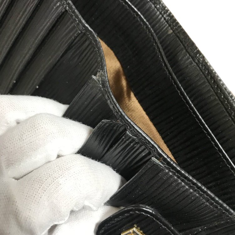 FENDI フェンディ ヴィンテージ<br>型押しレザーWホック二つ折り財布