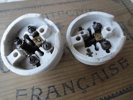 フランス ベークライトと陶器のアンティークスイッチ