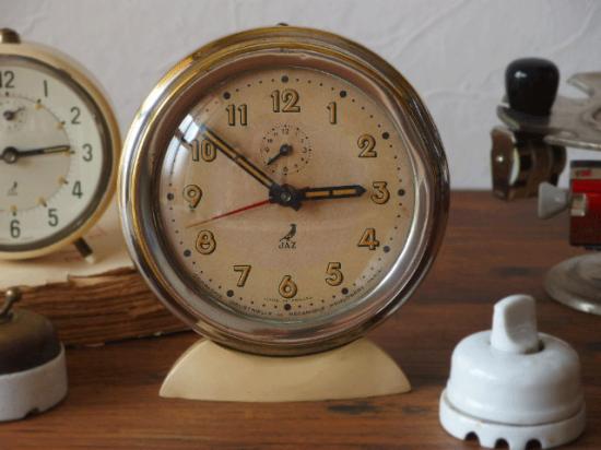 フランス JAZ アラーム付きの置き時計(クリーム)