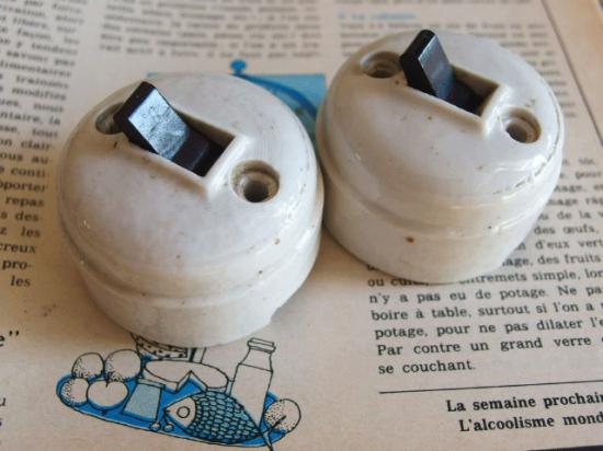 フランス 陶器と黒いつまみのアンティークスイッチ