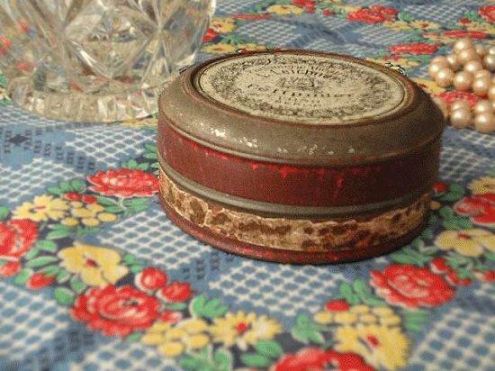 ドイツ パウダーのアンティーク缶