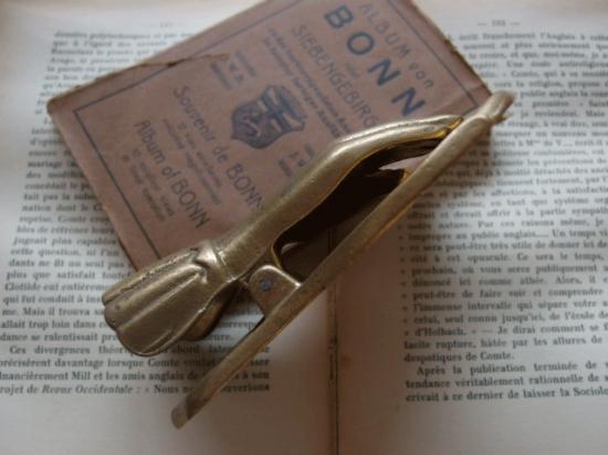 アンティーク 真鍮製 手のクリップ